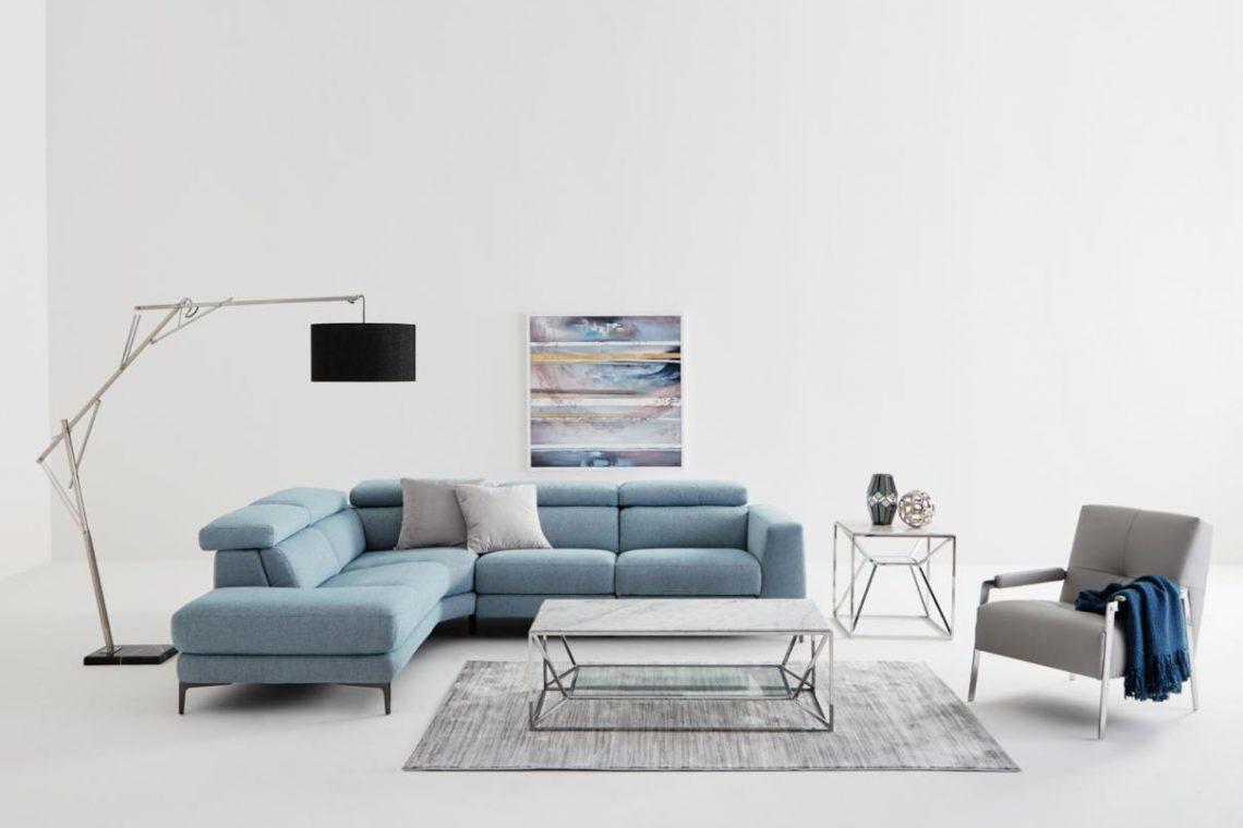 Emilia sofa and marble tables en marbre
