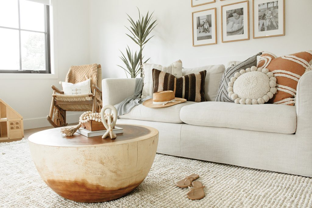 An additional view allows us to see a light wood armchair on the left side of the sofa.