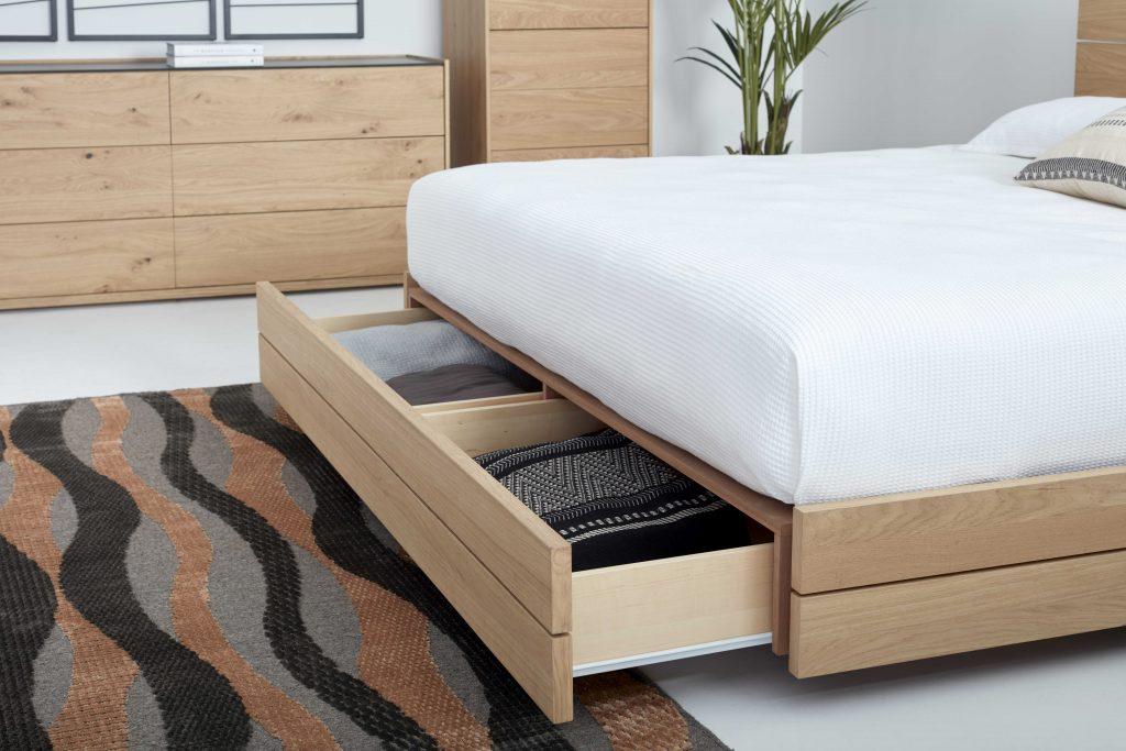 Collection NICOLAS - Zoom sur le lit et son tiroir de rangement.